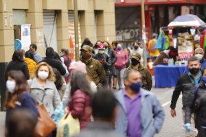 Chile en rojo frente a la pandemia: expertos(as) ICOVID alertan por alzas en todas las regiones