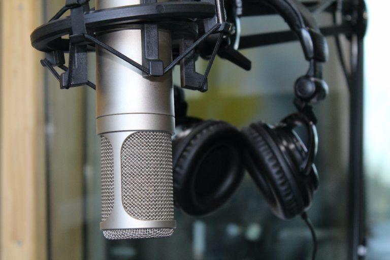 Las voces de Pablo Neruda y Violeta Parra presentes en archivo sonoro que Radio UdeC lanzó en aniversario