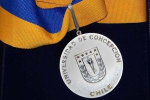 UdeC entregará medalla doctoral a 82 nuevos graduados