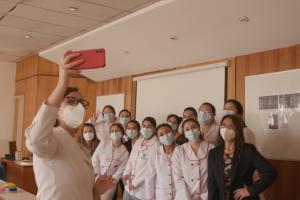 Bienvenida en Obstetricia y Puericultura: docentes estrechan lazos con estudiantes en primeras clases presenciales